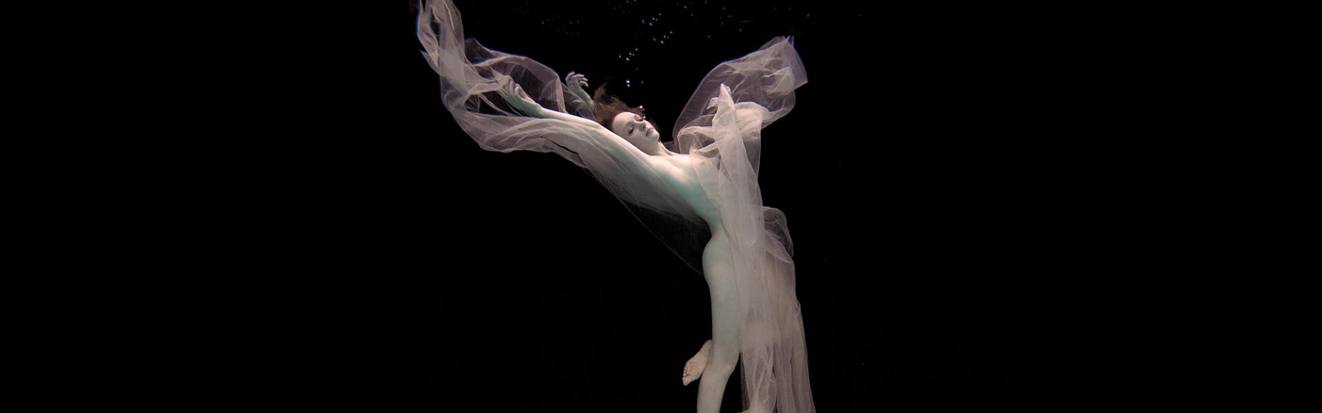 Model Ivory Flame Underwater by photographer Christopher Meredith