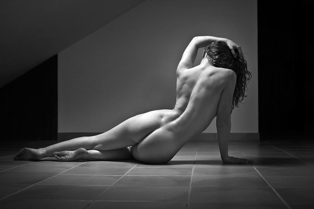 Ivory Flame nude model back shot by photographer Francisca da Silva