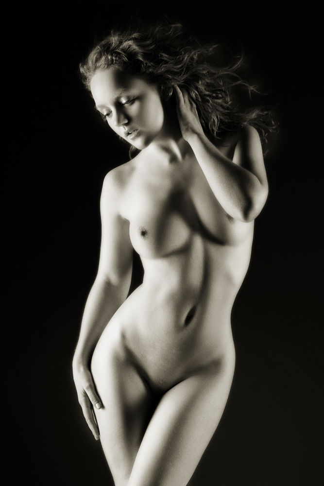 Classical Venus Model IVORY FLAME nude by photographer Greg Brown