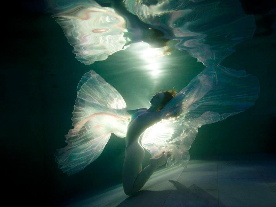Underwater redhead mermaid model Ivory Flame by photographer Paul Webster